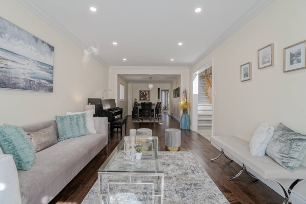 Detached home for sale in Hurontario